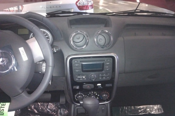 interieur du dacia duster 2011