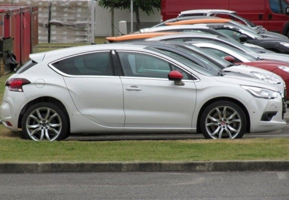 la citroen ds4 r surprise de profil