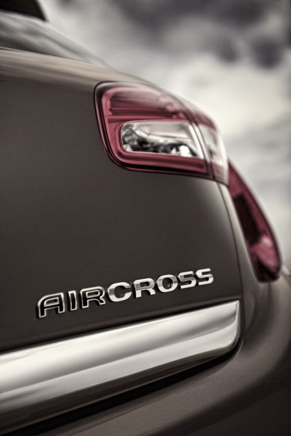"inscription ""aircross"" sur la corrosserie"