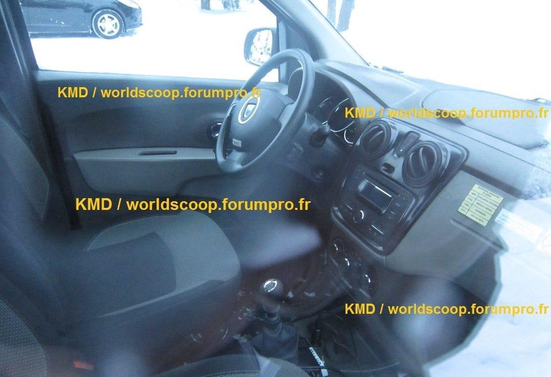 Photo volée de la planche de bord du Dacia lodgy !