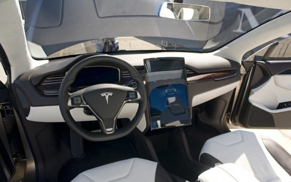 l'interieur de la tesla model x 2014