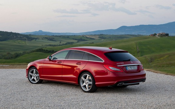 la cls shooting brake en vue 3/4 arriere