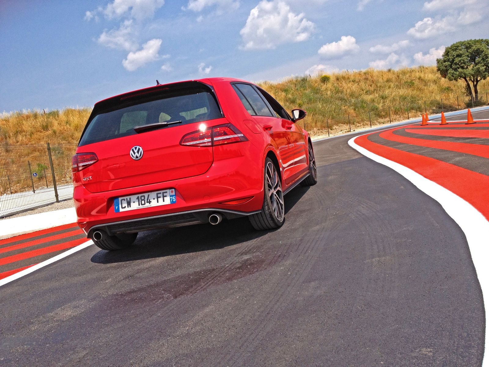 les volkswagen golf 7 gti gtd l 39 essai sur circuit. Black Bedroom Furniture Sets. Home Design Ideas