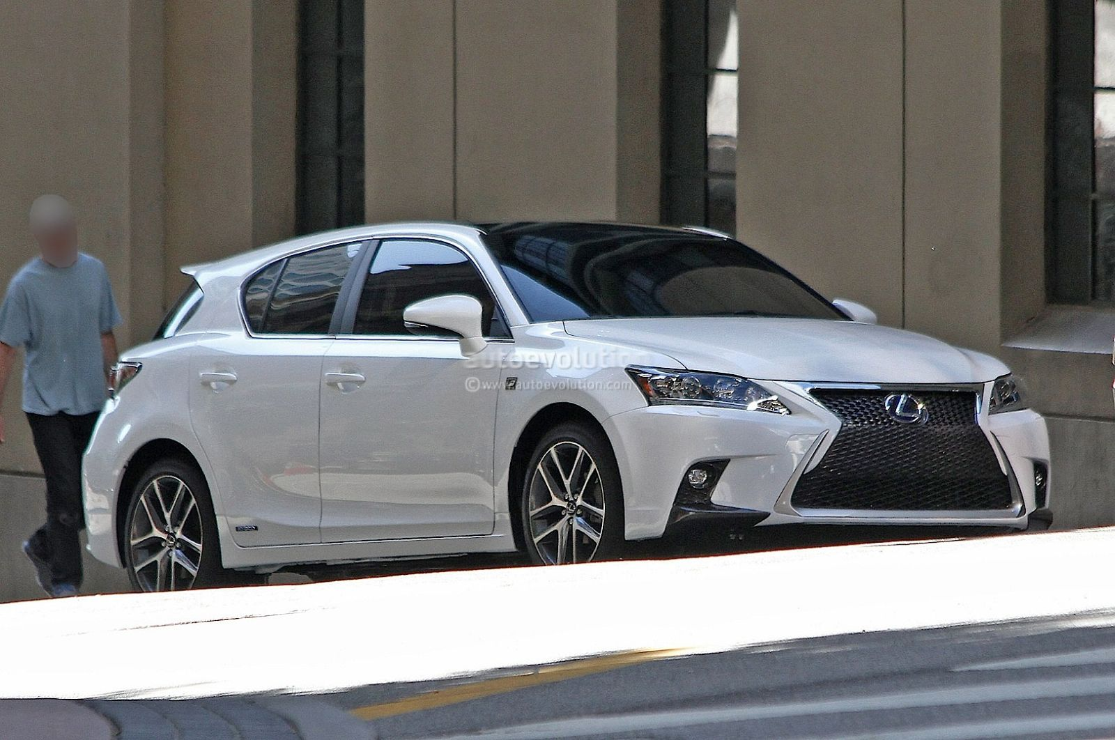 Lexus CT 200h restylée - Scoop - Face avant