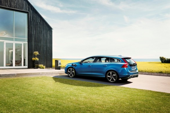 recharge V60-Plug-in-Hybrid-R-Design