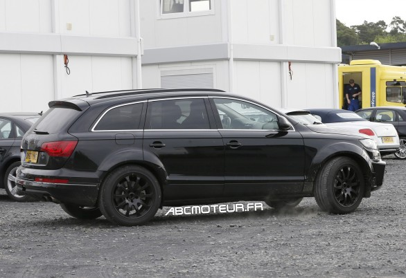 spyshot SUV Bentley