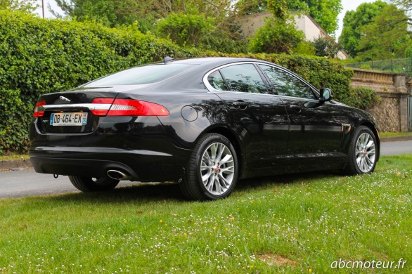 vue 3-4 arriere Jaguar XF Black Edition