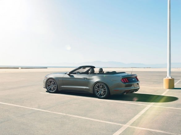 Ford-Mustang-2014-cabriolet