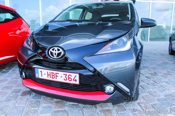 Toyota Aygo gris fonce