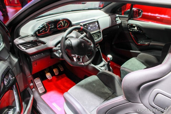 interieur Peugeot 208 GTi 30th Paris 2014