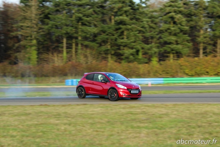 Peugeot 208 GTi 30th frein a main