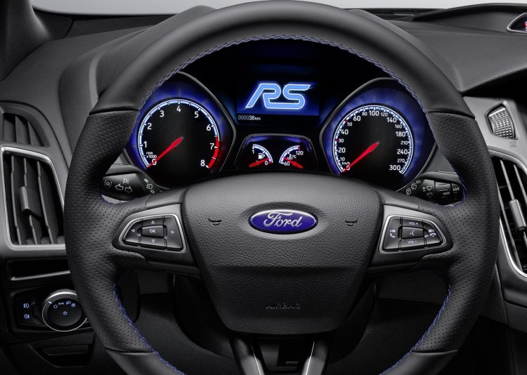 volant compteurs nouvelle Ford Focus RS 2015