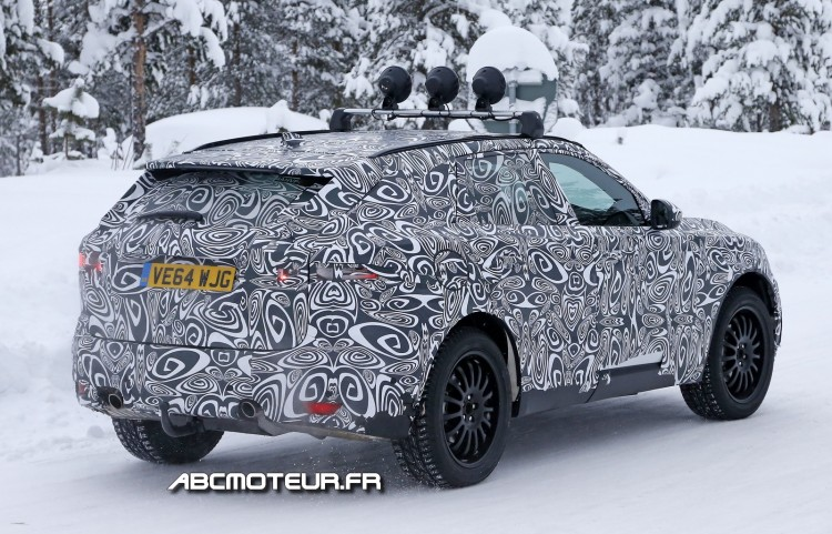 vue 3-4 arriere F-Pace