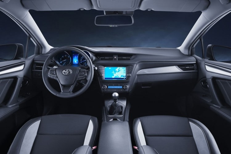 interieur-Toyota-Avensis-restylee-2015