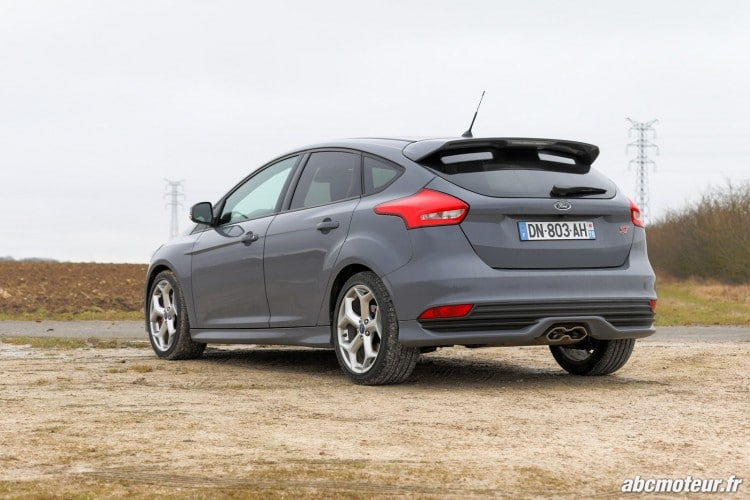 vue 3-4 arriere Ford Focus ST