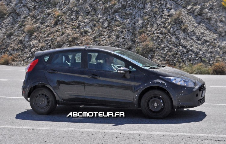 vue profil future Ford Fiesta RS