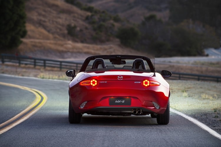 vue arriere Mazda MX-5 ND 2015 decapote