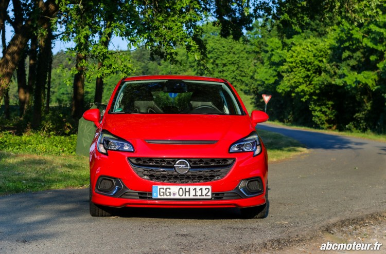 avant Opel Corsa OPC 207 ch Pack Performance