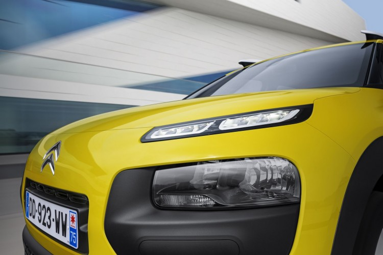 optique avant Citroen C4 Cactus