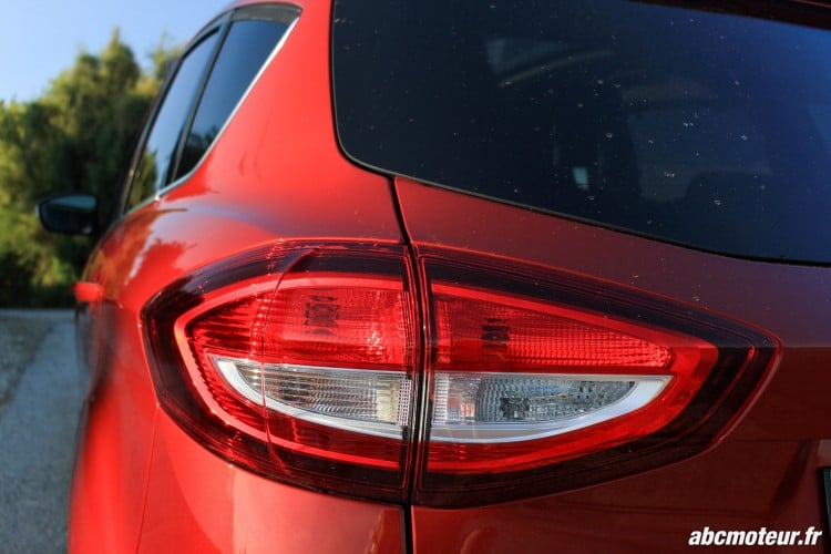 Ford C-Max II restyle feu arriere