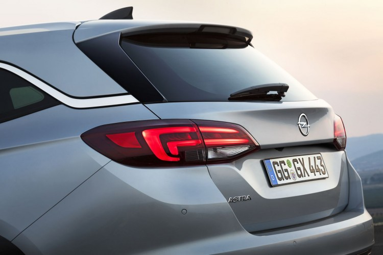 Opel-Astra-V-Sports-Tourer-hayon