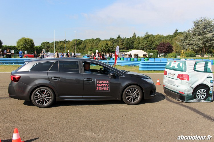 Avensis Sports Tourer Toyota Innove circuits Ouest Parisien-2