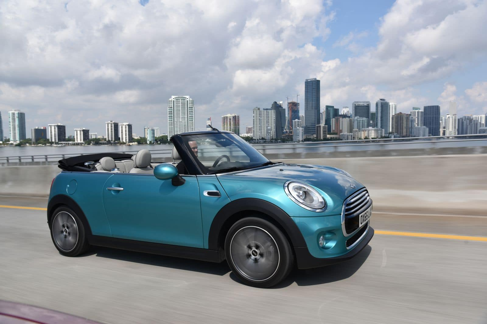 Mini Cabrio : le strip-tease