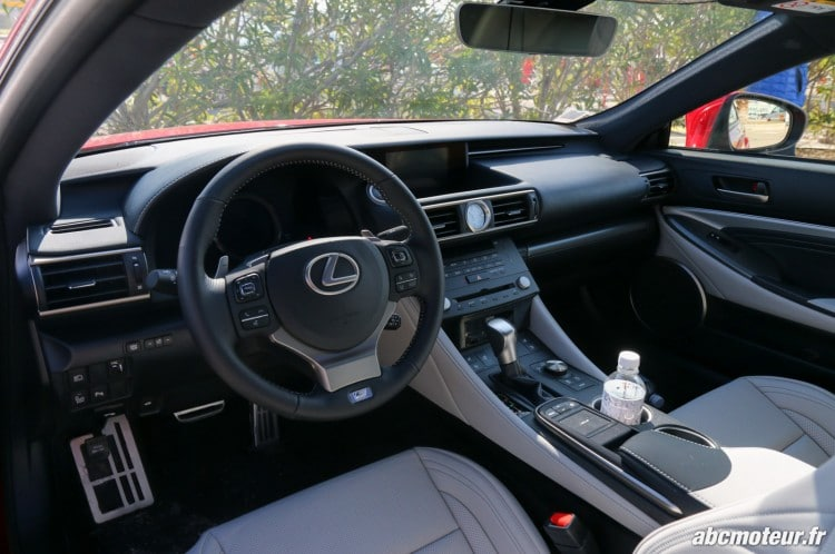 Lexus RC 200t F Sport Executive interieur