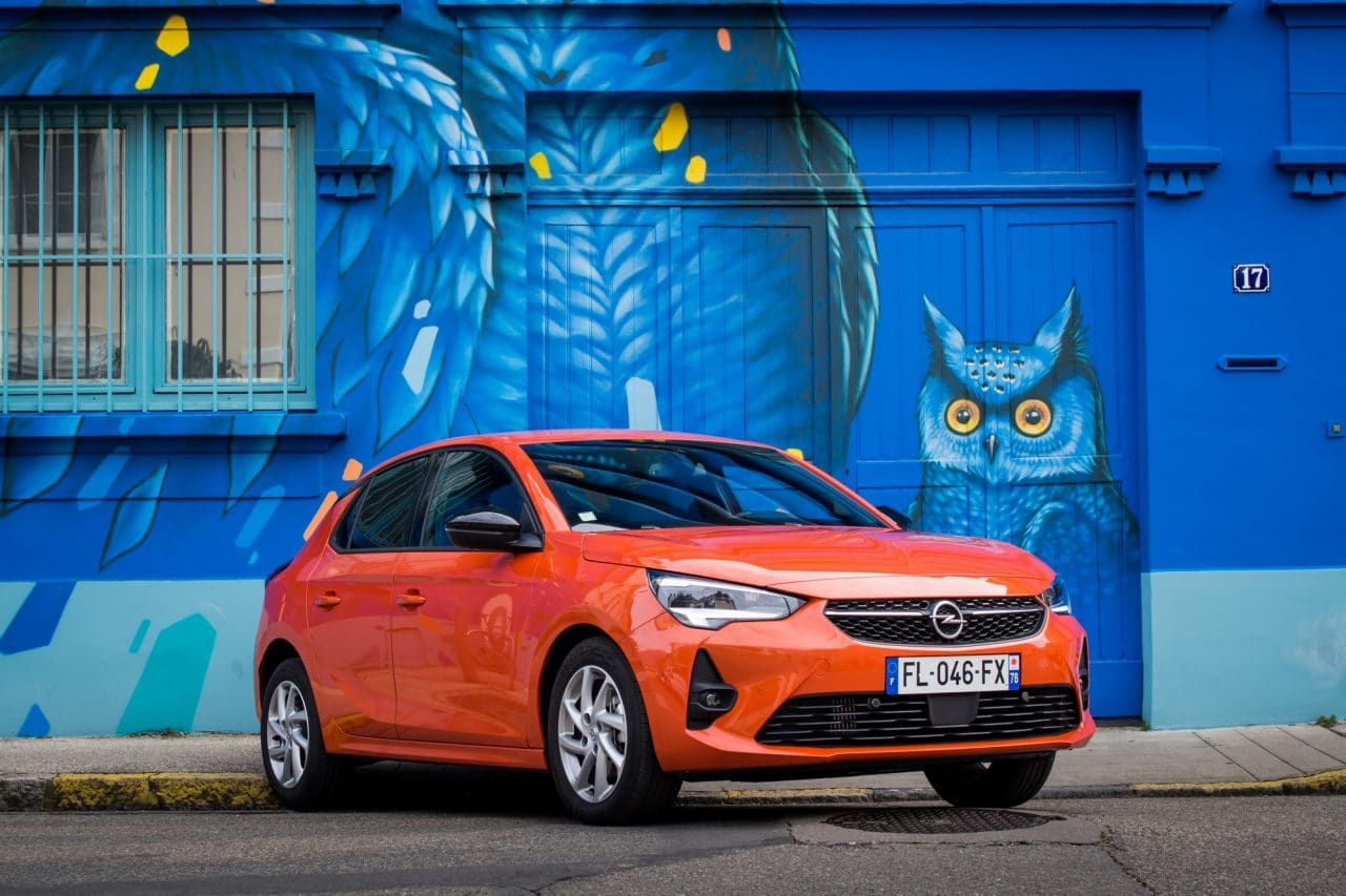 Opel Corsa orange vue face