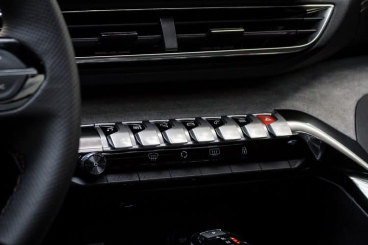 Peugeot 3008 restylé touches piano